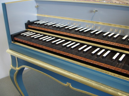 Oman French Double harpsichord on stand 46K jpeg